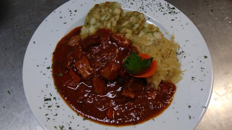 Böhmischer Gulasch, Sauerkraut, Semmelknödel, slawische Küche, Sachsen