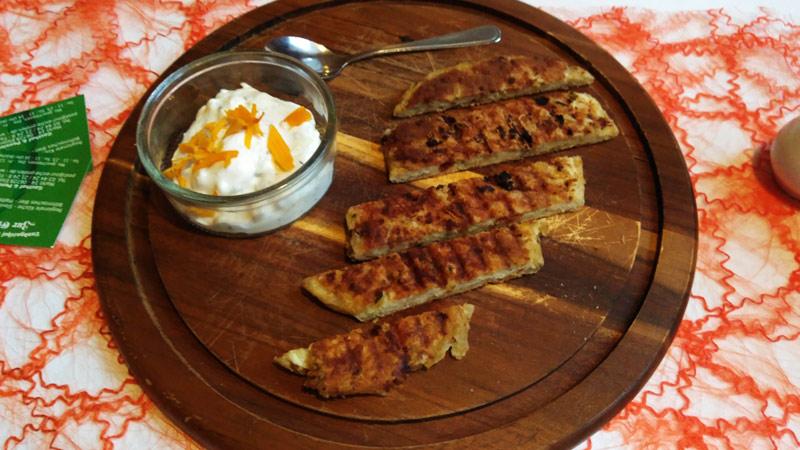 Kefir, Käse, Fladenbrot, Fingerfood, kleine Häppchen,
